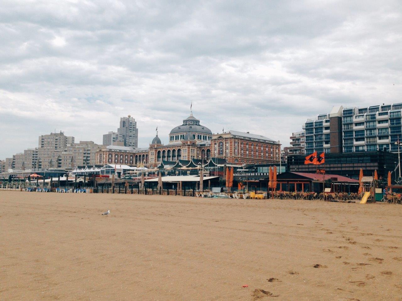 jana meerman scheveningen beach