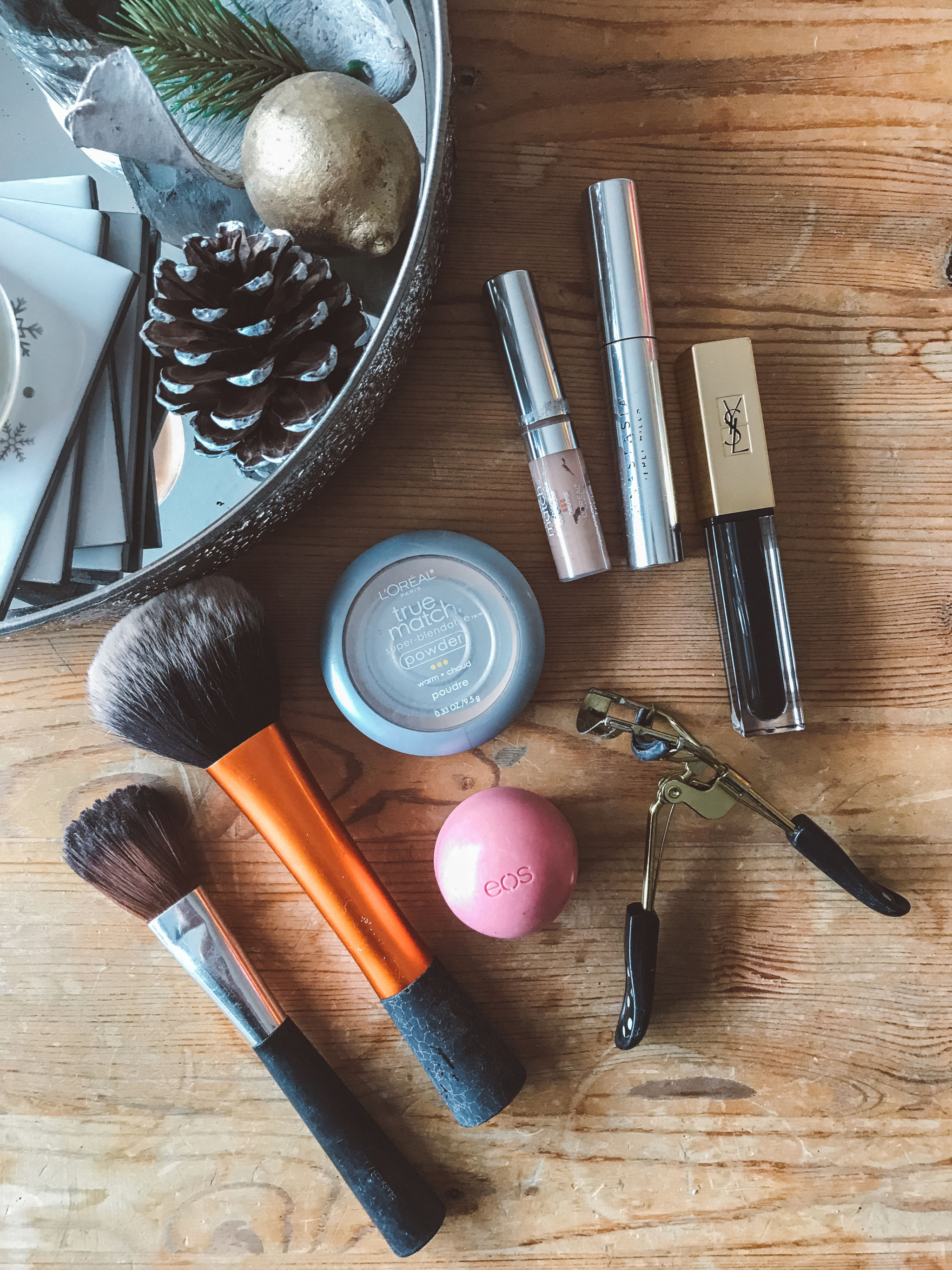 jana meerman travel makeup routine flatlay (4)