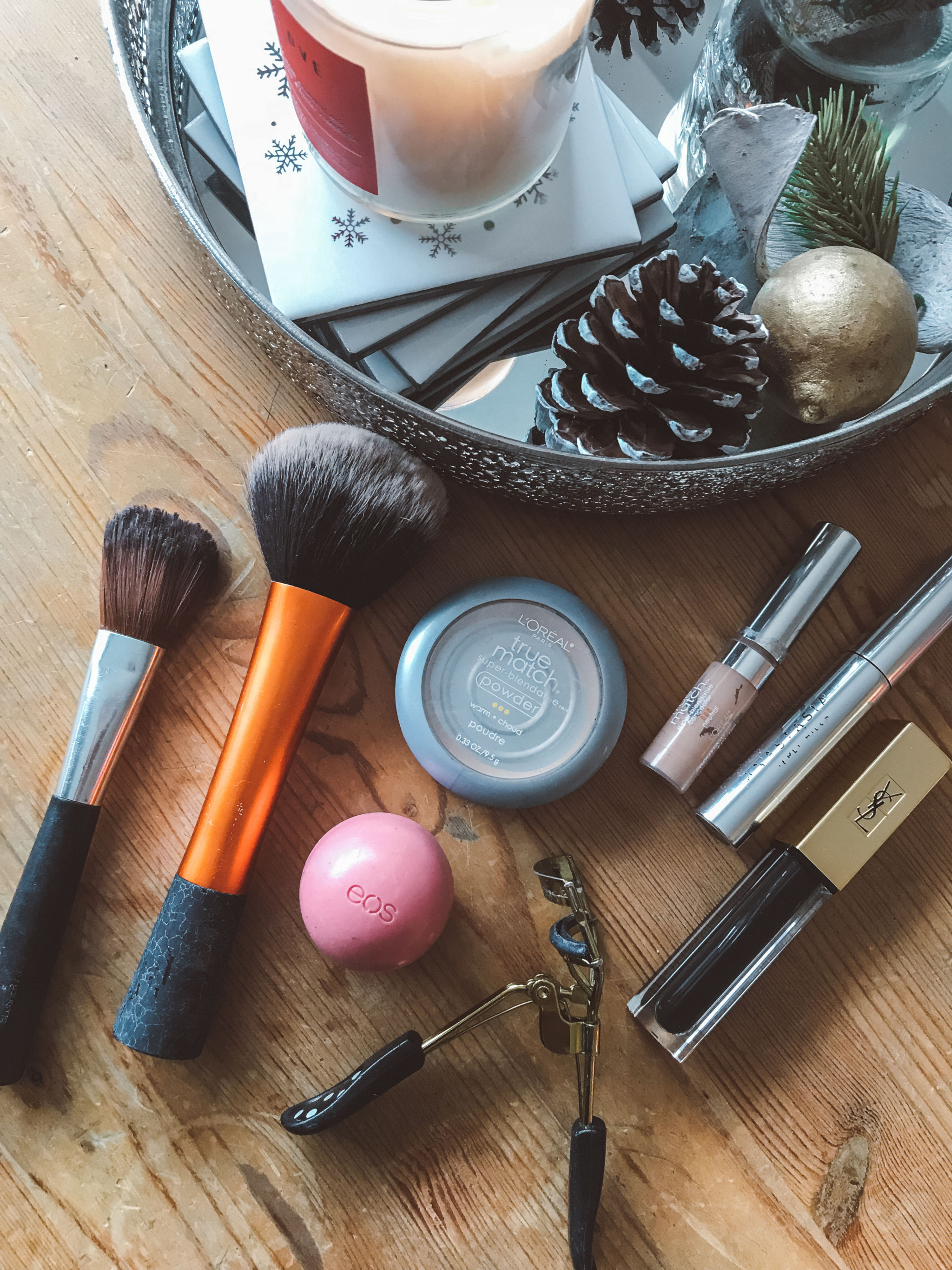 jana meerman travel makeup routine flatlay (6)