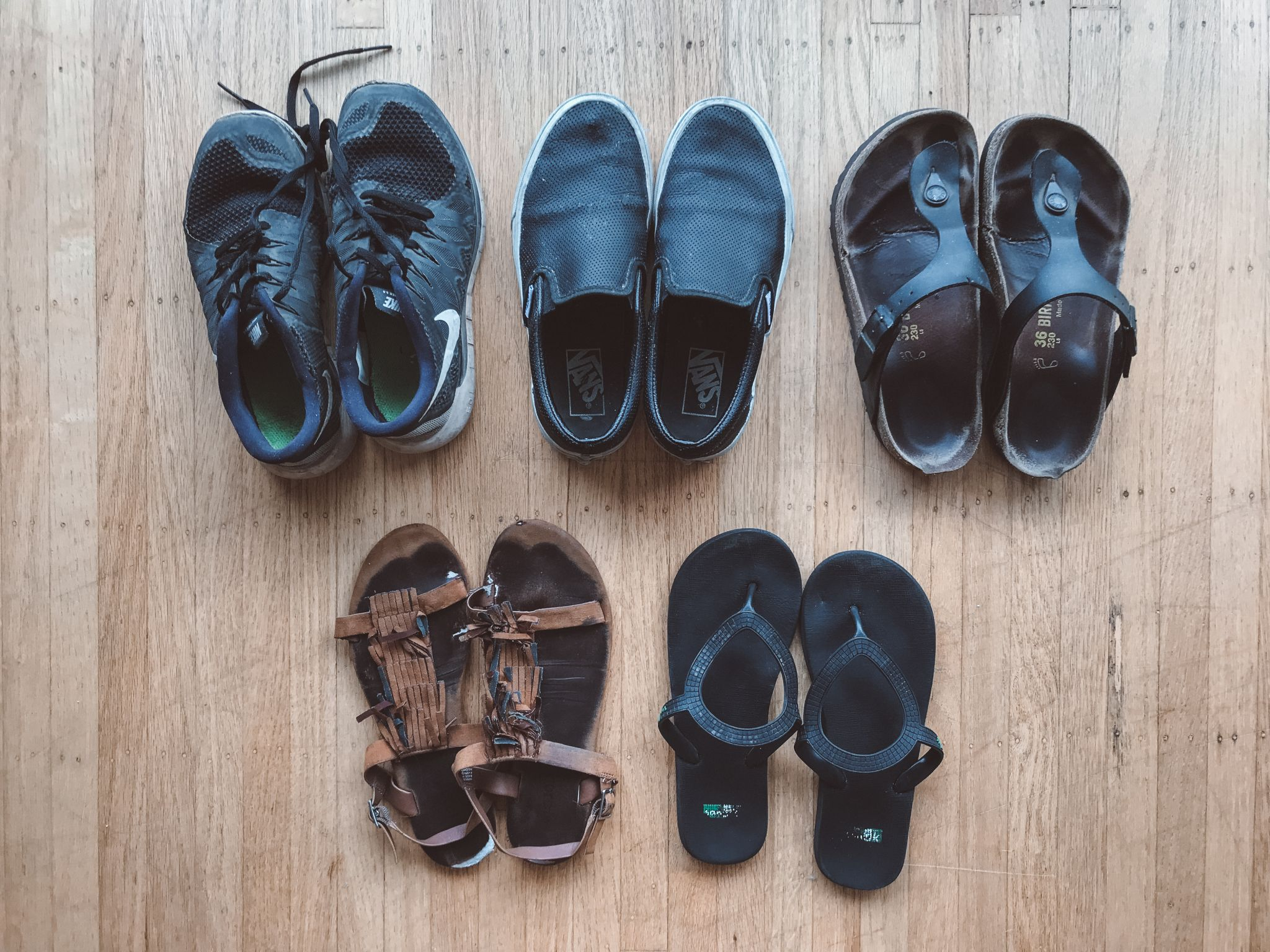jana meerman packing flatlay shoes