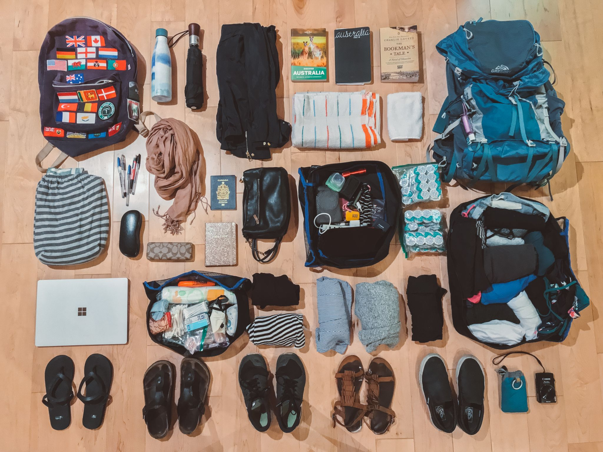 jana meerman travel flatlay packing