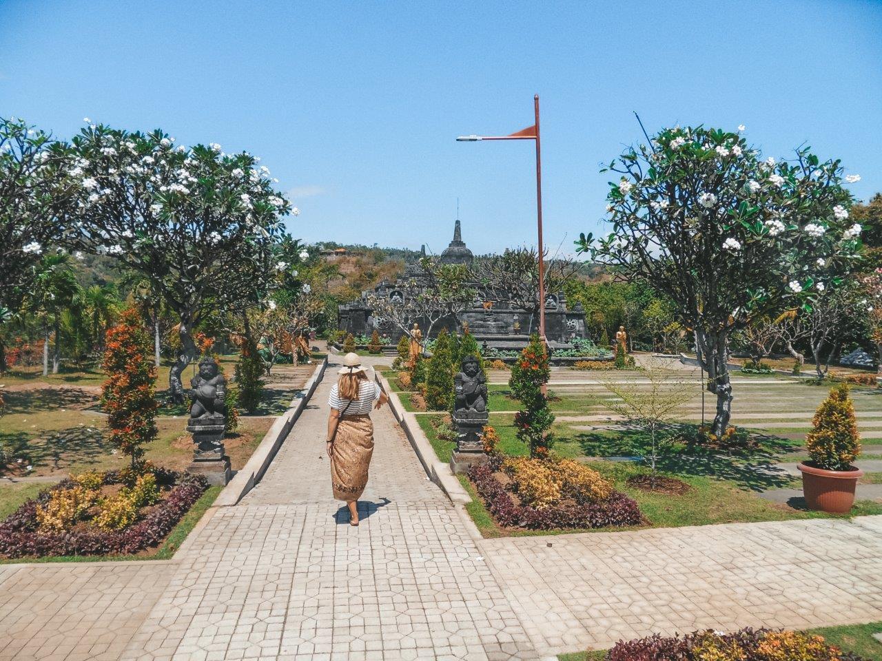 jana meerman brahma arama vihara temple lovina bali (14)
