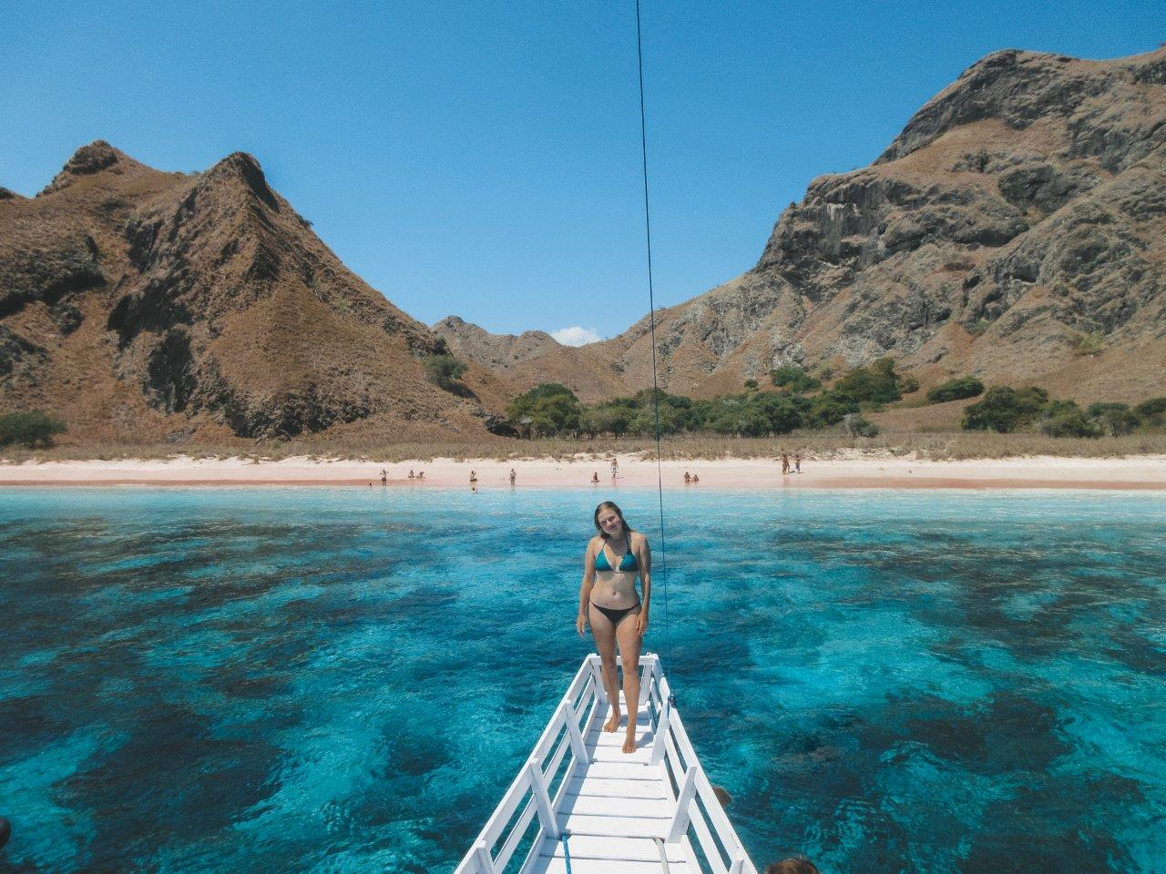 jana meerman pink beach komodo national park (4)