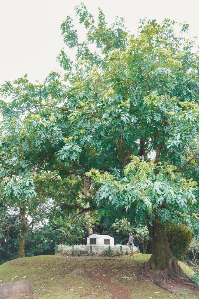 jana meerman robert louis stevenson tomb samoa (2)
