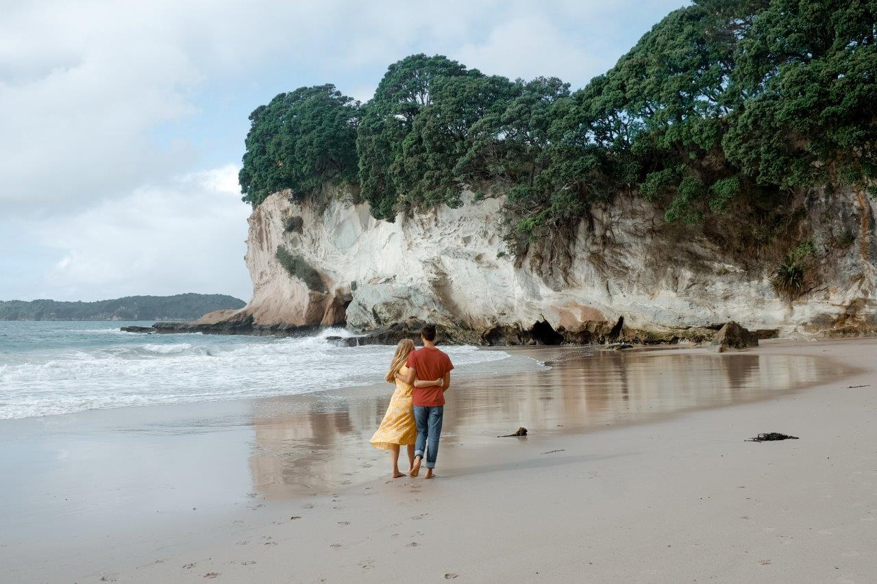 jana meerman cathedral cove new zealand (1)